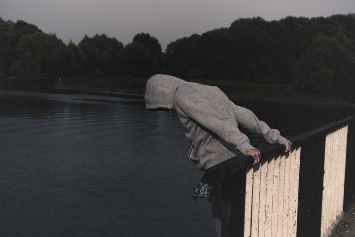 Menschen begehen Selbstmord aus tiefer Angst und Verzweiflung vor dem Leben.