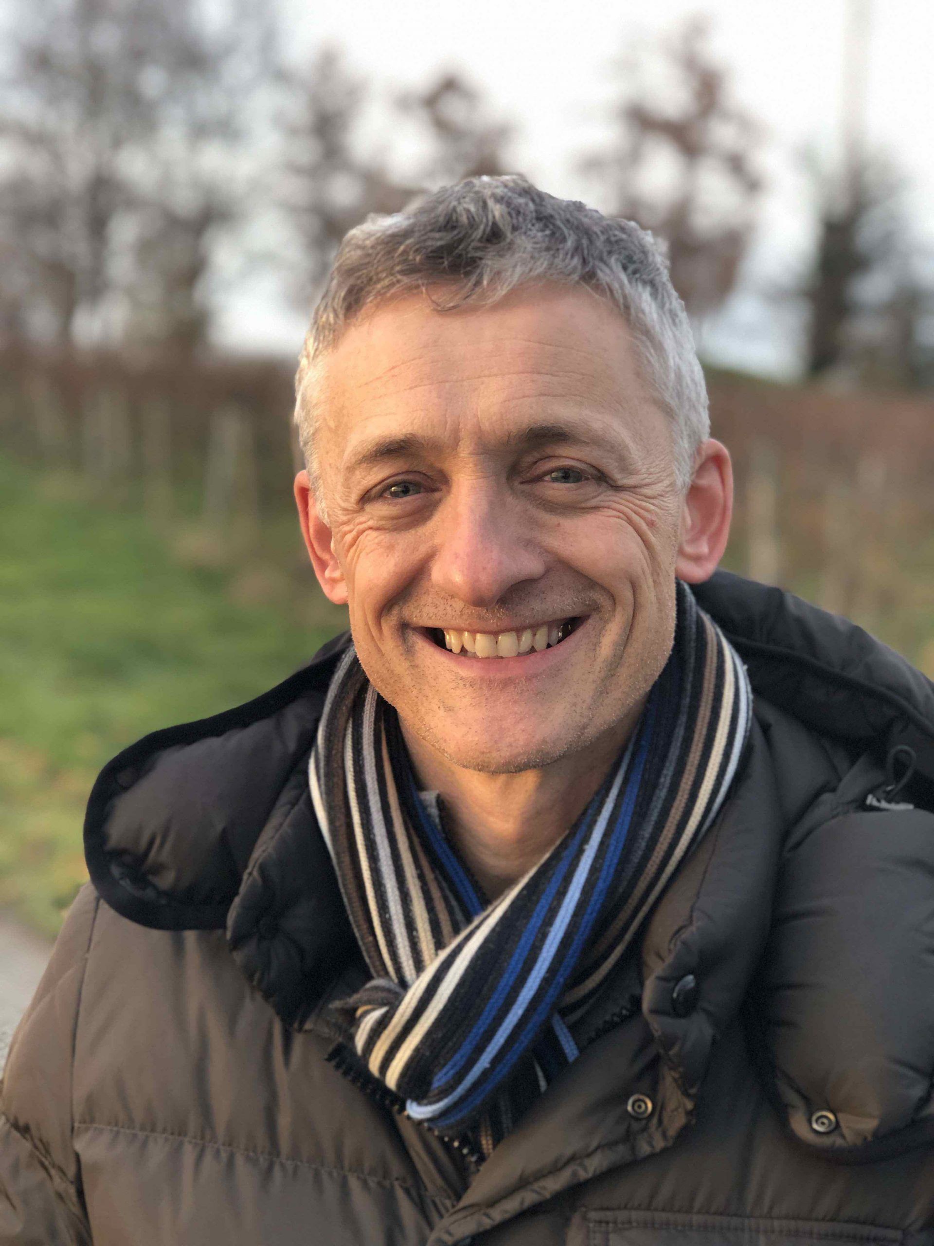 Michael Linnig genießt entspann die abendliche Stimmung am Bodensee